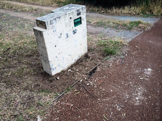 mailbox upright missing paint