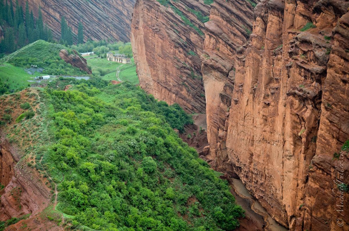 Jeti Oghuz ridge
