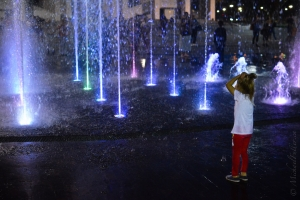 Fountain Girl Mind Blown